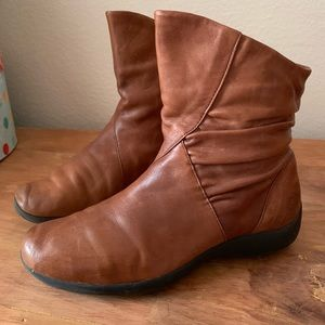 💵Earth Spirit   brown Leather Booties. (D-18)